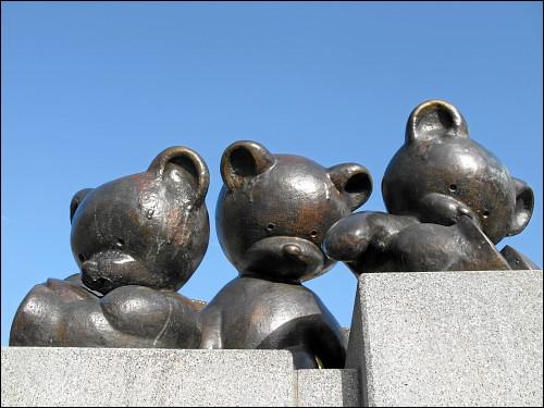 bronzene Bärenbrüder in Sonneberg (Thür)