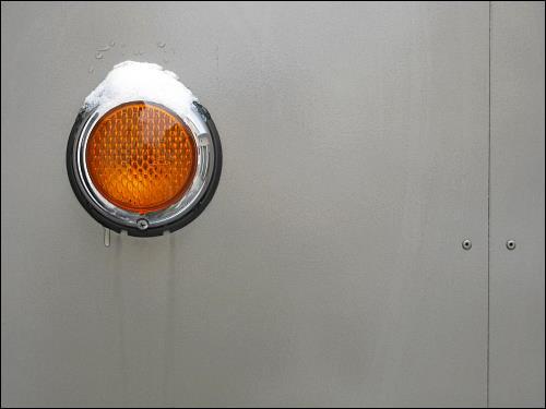 Reflektor-Auge an einem automatischen Rolltor