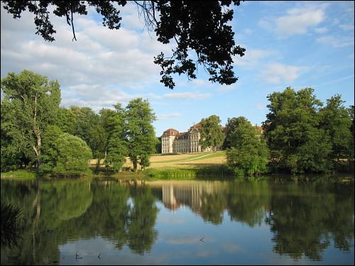 Blick vom Schloßpark auf Schloß Weißenstein zu Pommersfelden