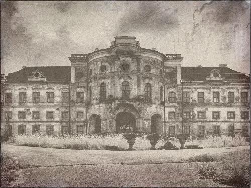 verfallendes Schloß in Týnec