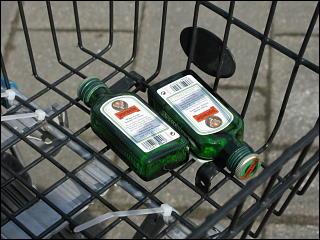 weggeworfene Spirituosenflasche