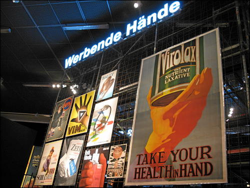 in der Ausstellung 'Plakativ' des Germanischen Nationalmuseums