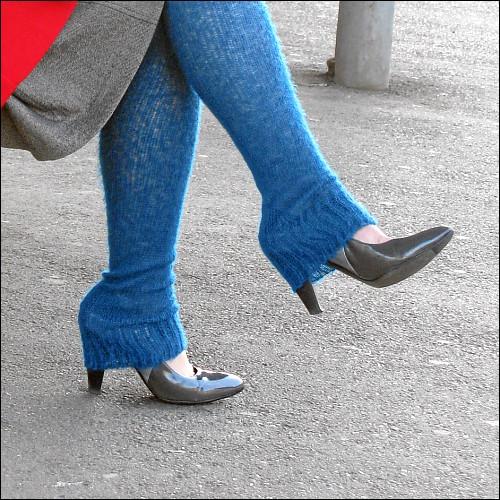 bizarr bestrumpfte Damenbeine in Fürth (Bay) Hbf