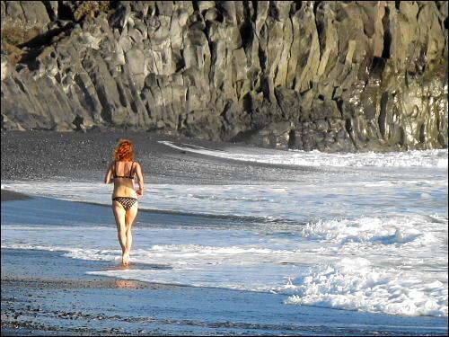 Läuferin am abendlichen Strand von Puerto Naos