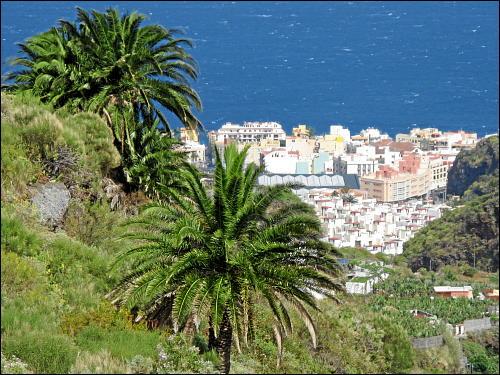 Blick aus den Bergen auf Santa Cruz de La Palma
