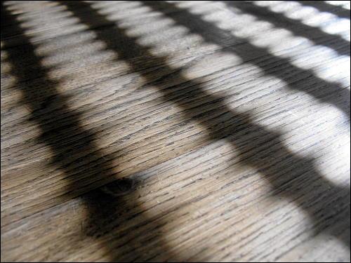Spiel von Licht und Schatten in des zonebattler's guter Stube
