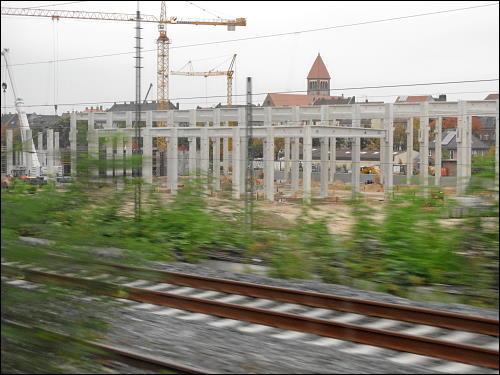 Stahlbetonskelette der neuen Werkhallen von DB Regio