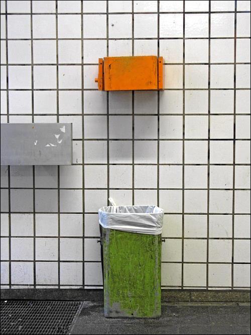 Abfalleimer in der Nürnberger Bahnhofsplatz-Unterführung