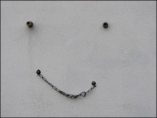 freundlich grinsende Wand