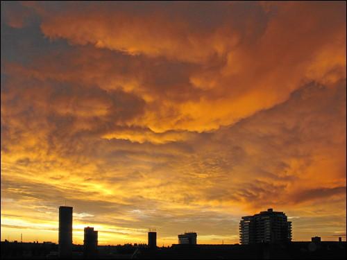 Abendhimmel über Fürth, Blick aus dem Dachbodenfenster vom letzten Sonntag