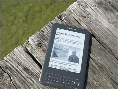 Mit dem Kindle am Bootsanleger