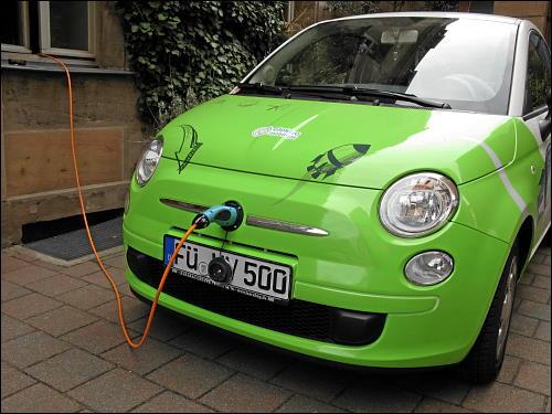 kleiner Fürther Stromer beim Elektronen-Nuckeln