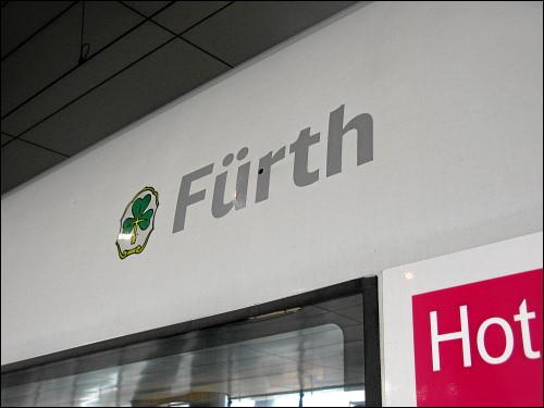 Der auf den Namen »Fürth« getaufte ICE 3 im Bahnhof Frankfurt (Main) Flughafen