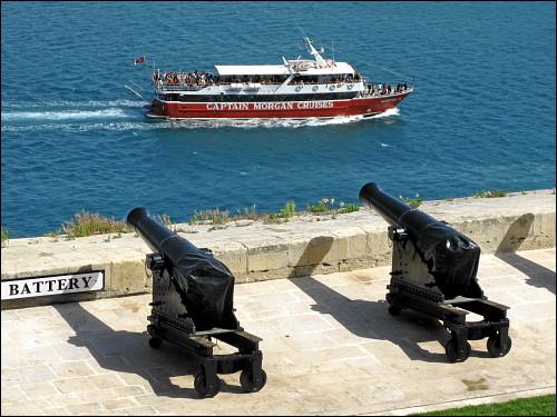 Salutkanonen am Upper Barrakka Garden von Valletta