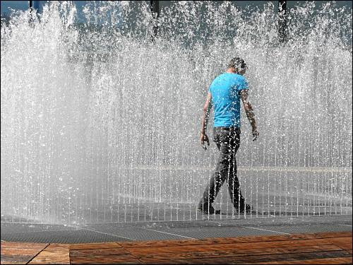 Jeppe Hein: Hexagonal Water Pavilion