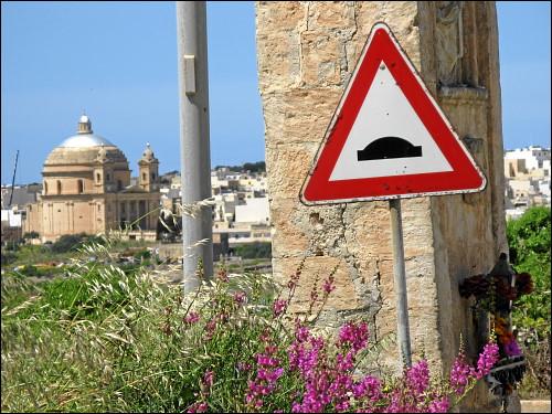 Wir nähern uns Mġarr auf staubigen Pfaden...