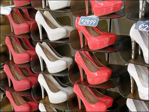 High Heels ohne Ende in einem von vielen Schuhläden