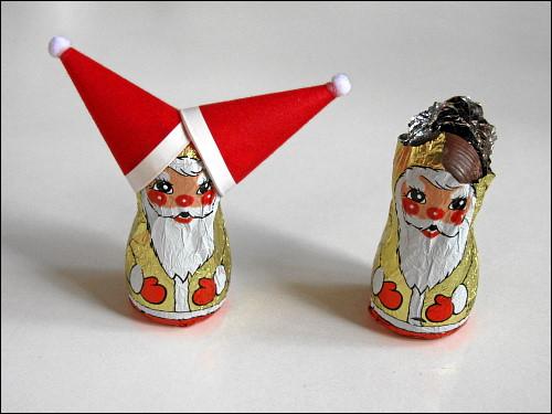 Mützen-Neid unter Schoko-Weihnachtsmännern