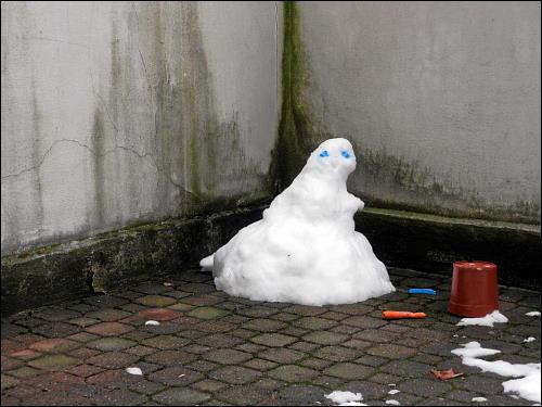 der letzte Schnee-Mann in des zonebattler's Hinterhof