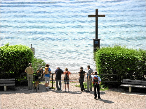 Gedenkkreuz im Starnberger See bei Berg