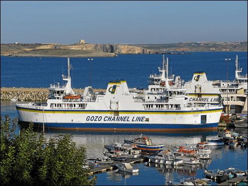 Fährschiffe der Gozo Channel Line im Hafen von Mgarr