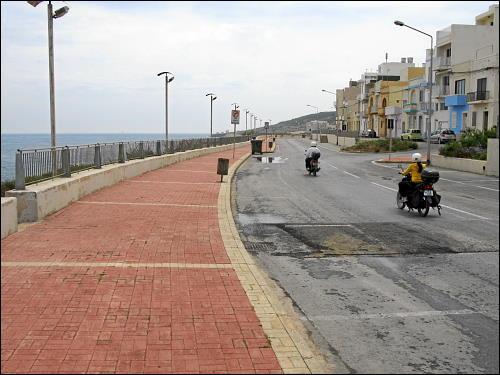 kilometerlange Strandpromenade ohne Promenierende