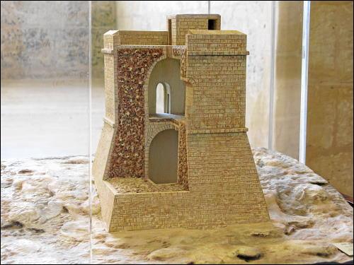 Schnittmodell eines Wachturms im Fortress Builders Interpretation Centre