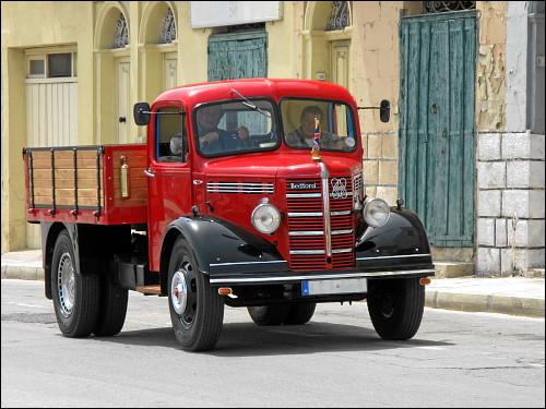 vortrefflich restaurierter alter Lastwagen