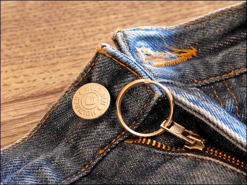 Jeans-Reißverschluß mit rettendem Schlüsselring