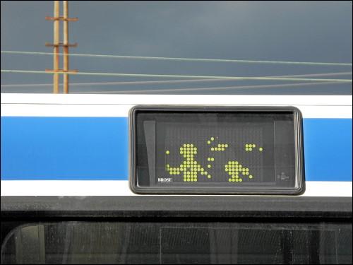 irre gewordenes Matrix-Display an einem alten Omnibus
