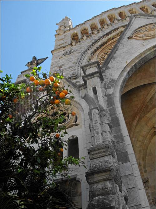 Pfarrkirche Sant Bartomeu inmitten von Sóller