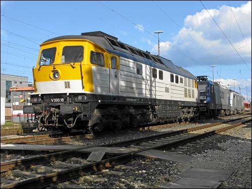Lok V 300.18 im Verbund mit zwei anderen Dieselloks