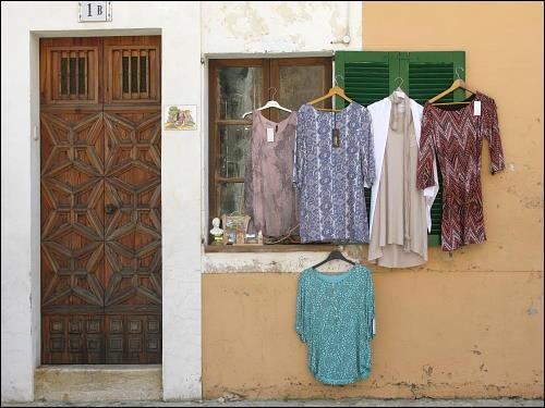 ambulante Auslage an einem Haus in Valldemossa