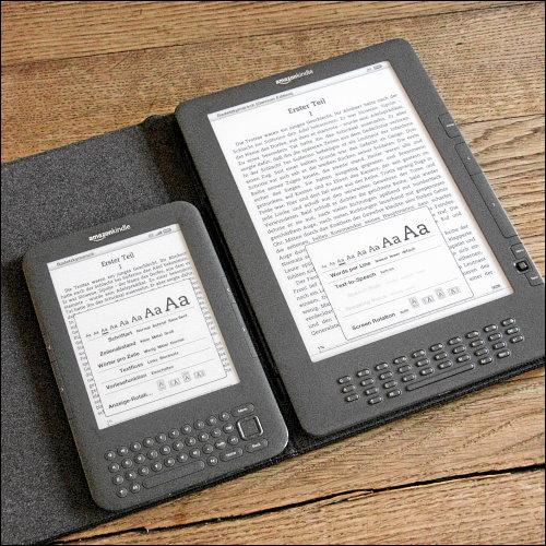Kindle Keyboard und Kindle DX im Größenvergleich