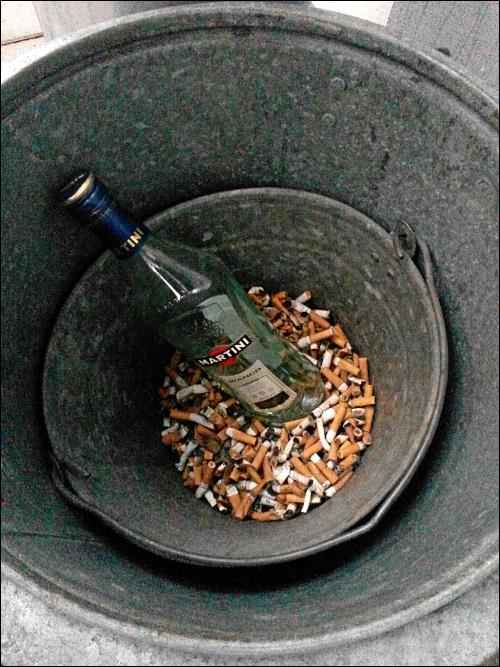 Pfui Deibel: doppelte Mülltonne »Auf AEG« in Nürnberg