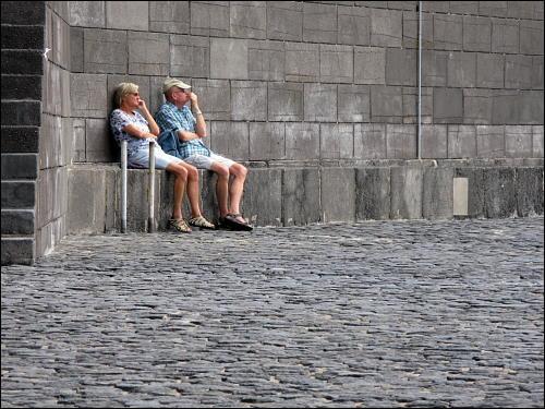 Urlauberpaar am Hafenbecken von Puerto de la Cruz