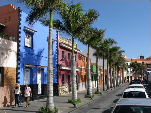 bunte Häuserzeile in der Altstadt von Puerto de la Cruz