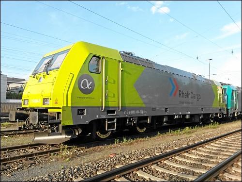 Lok 119 004-9 der Alpha Trains S.à r.l. in Diensten von RheinCargo