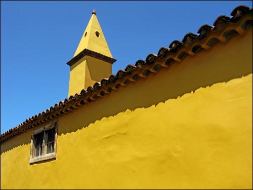 markant gestrichenes Haus