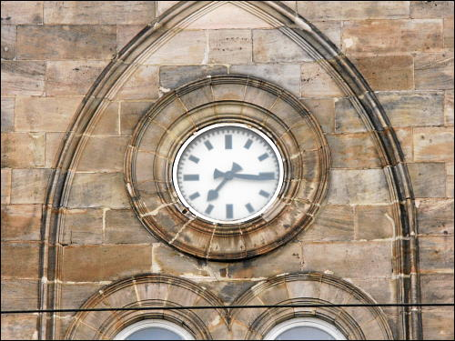 reparierte Uhr am alten Platze