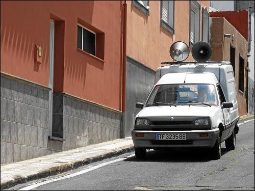 Megaphon-Mobil in San Juan de la Rambla
