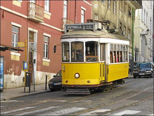 Straßenbahn der Linie 28 in ???