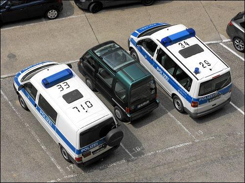 Drei Einsatzwagen in Einsatzpause