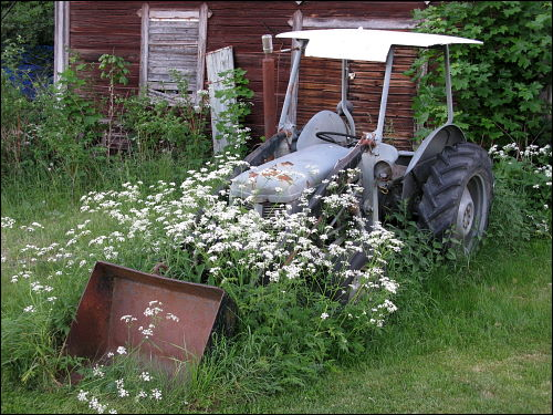 abgestellter Traktor