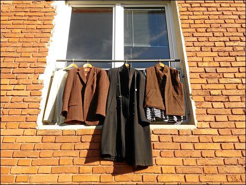 auslüftende Klamotten an einem sonnigen Wintertag
