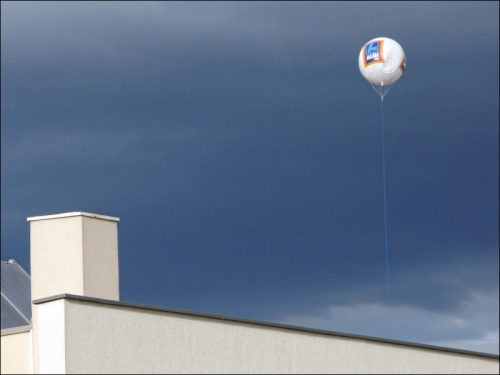 Nachts Gestirn, tagsüber Werbeträger: Der ALDI-Ballon