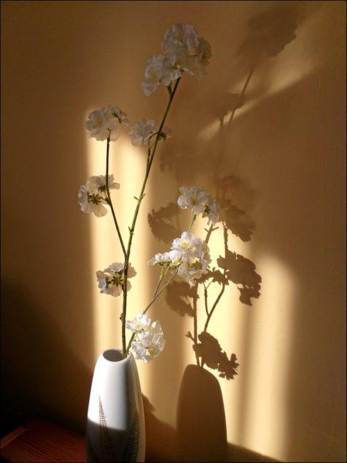 Künstliche Blüten im natürlichen Licht