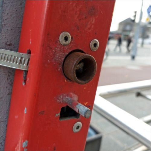Masthalterung von irgendwas in Sichtweite des Nürnberger Hauptbahnhofes