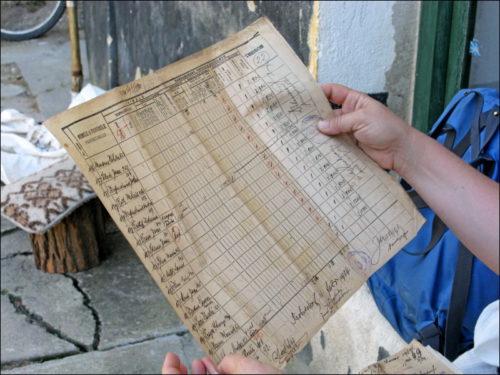 Historische Dokumente, von Unwissender zum Verkauf feilgeboten