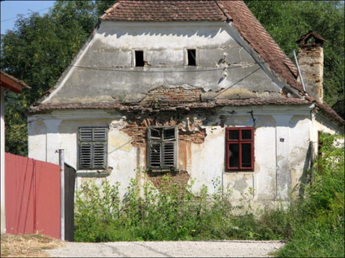 Verfallendes Haus in Cloașterf (Klosdorf)